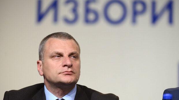 Петър Курумбашев: Вместо да се готви за нови избори, БСП се занимава със себе си