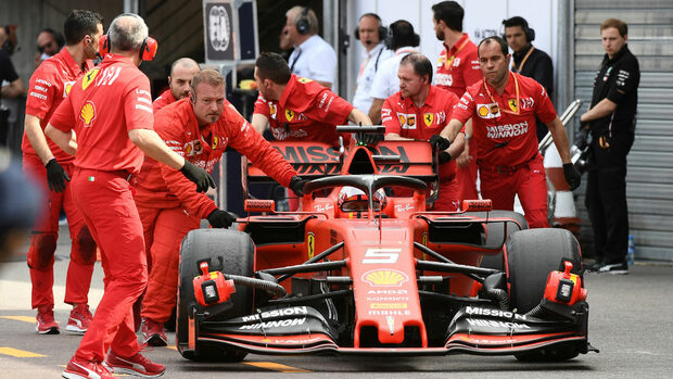 """Има ли сили """"Ферари"""" да обърне развоя на сезона във Формула 1"""