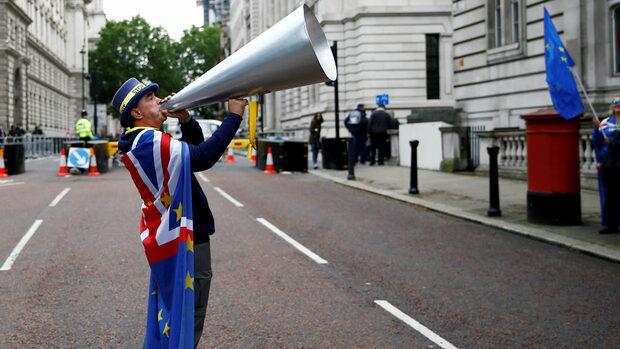 Със законова поправка британският парламент опитва да попречи на Брекзит без сделка