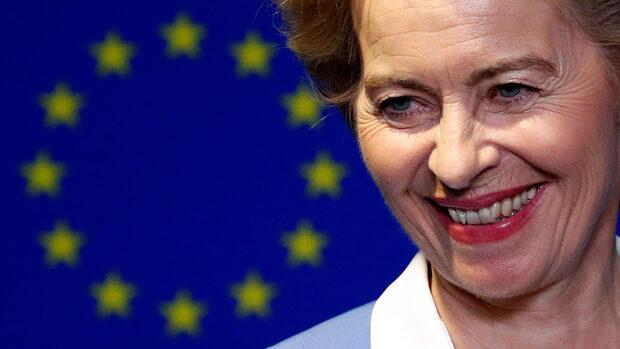 Центристите в Европарламента обявиха условия в замяна на подкрепа за Фон дер Лайен