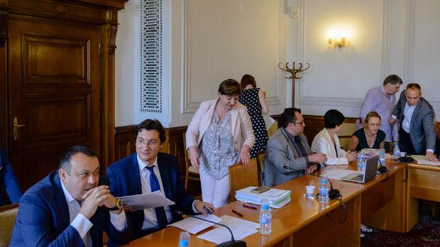 Под натиска на ДПС ГЕРБ склони да запази машинното гласуване на парламентарни избори