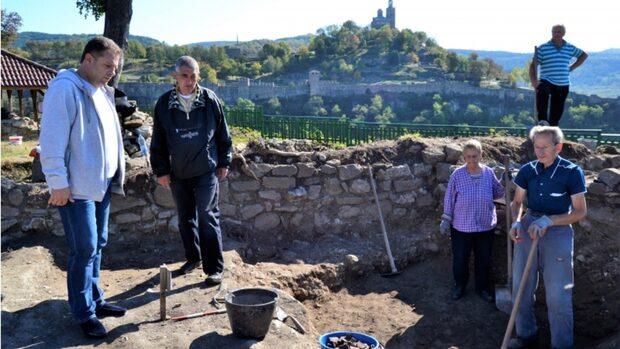 Избори във Велико Търново: балотаж между братовчеди