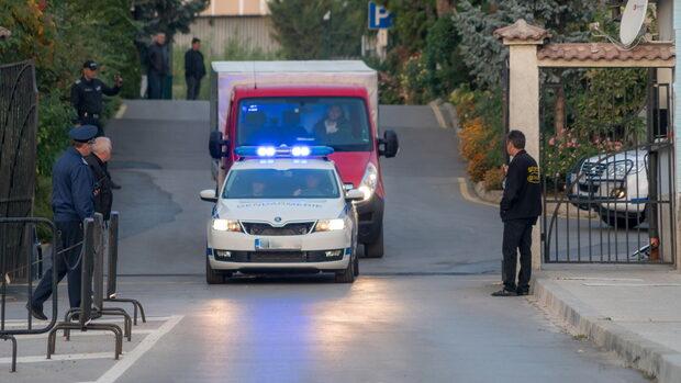 Разнасянето на бюлетините за местните избори под охраната на жандармерията