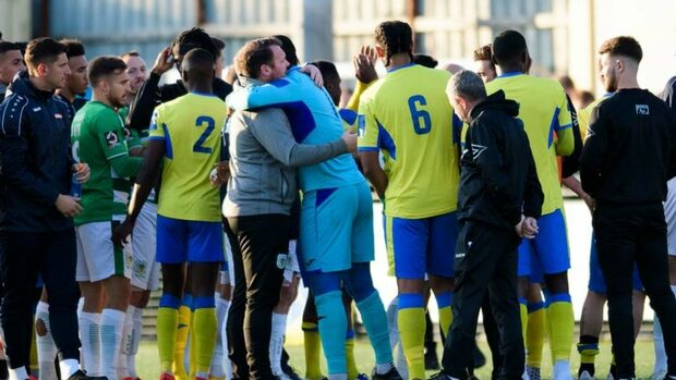 Мач от Купата на Англия беше прекратен заради расизъм