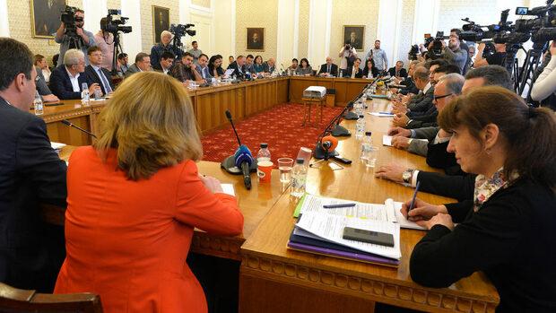 """БСП и """"Обединени патриоти"""" поискаха в бюджета за 2020 г. да повече пари за пенсии"""