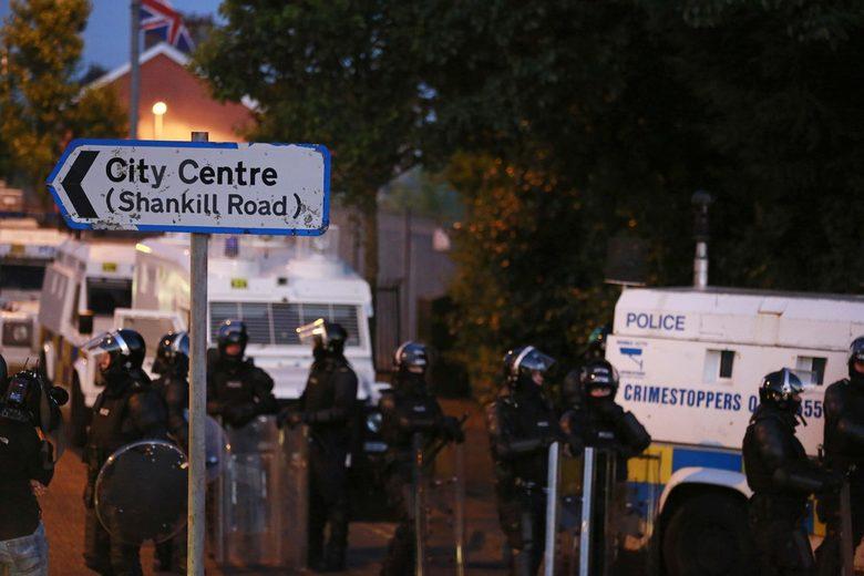 Над 60 полицаи са били ранени при сблъсъците