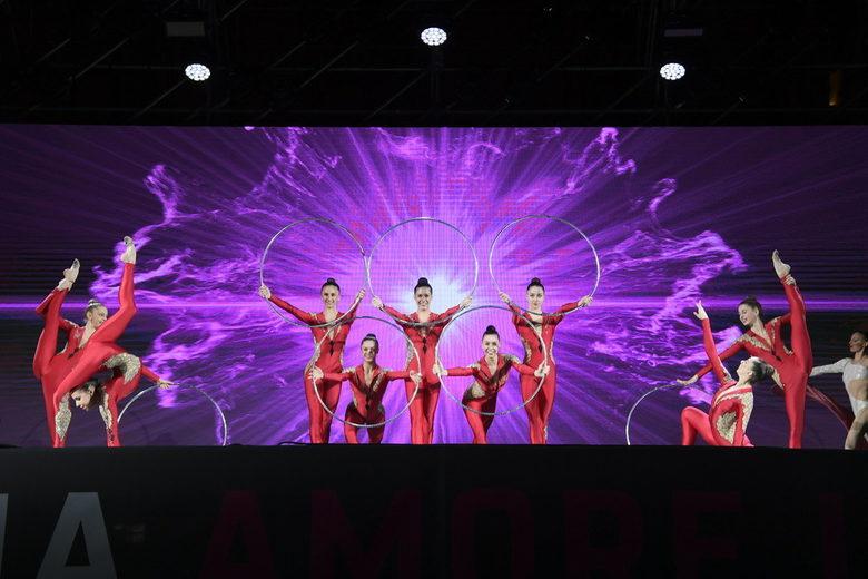 Националният отбор на Италия по художествена гимнастика се включи с няколко изпълнения