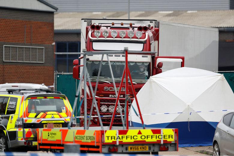 След смъртта на 39 души в камион Джонсън настоя за повече действия срещу трафика на хора