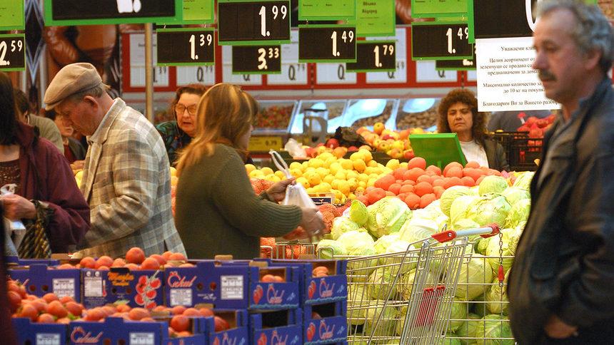 От статистиката се вижда, че през таз годишния сезон на зимнината домакинствата са увеличили покупките на плодове и зеленчуци. Консумацията на всички останали храни е замръзнала на миналогодишното равнище.