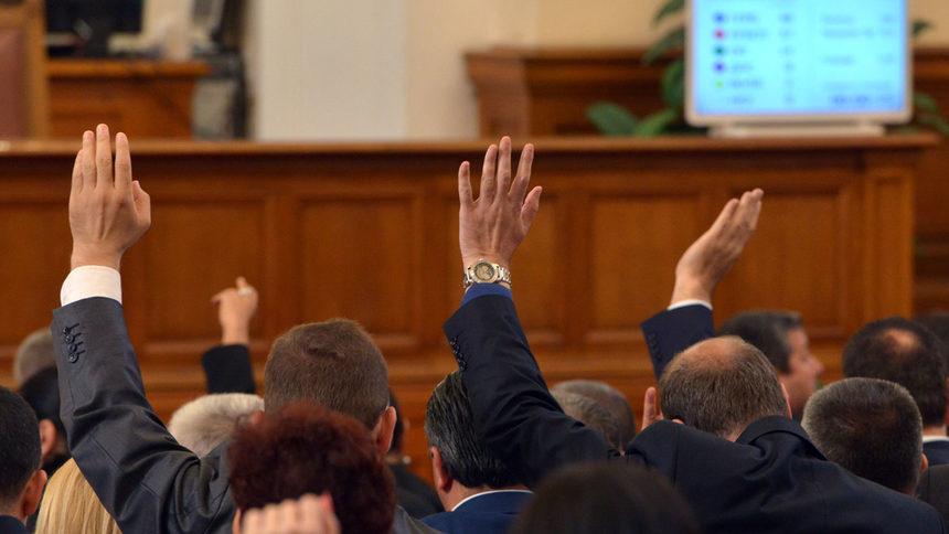 В парламента при втория вот на недоверие, преодолян от кабинета
