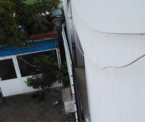 """На тази снимка се вижда как е закрит прозорецът. А <a href=""""https://grajdanite.bg/signals/2y56LNjIa7"""" target=""""_blank"""">тук</a> е и сигналът в платформата."""