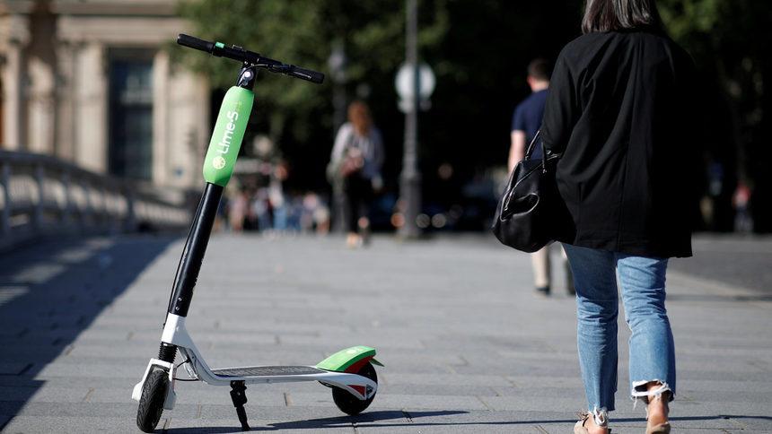 Франция ще забрани движението на електрически тротинетки по тротоарите