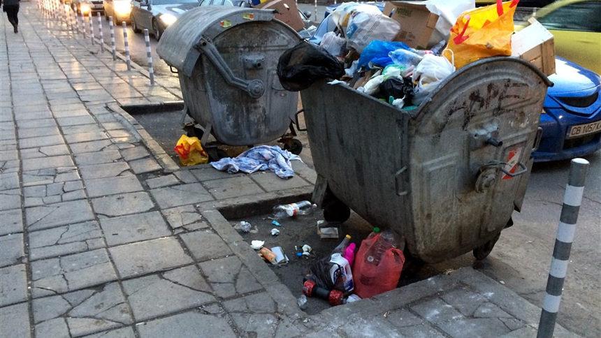 ...или да подритваме и да се заравяме в собствените си боклуци, нехаейки за средата, в която живеем. Разделно събиране ли? Изобщо събираме ли си сметта?