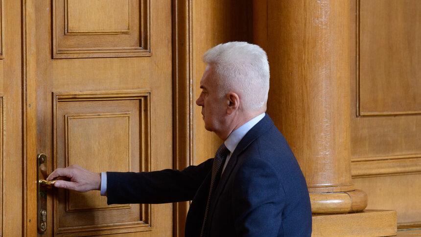 """Волен Сидеров може да бъде изключен от парламентарната група на """"Обединени патриоти"""""""